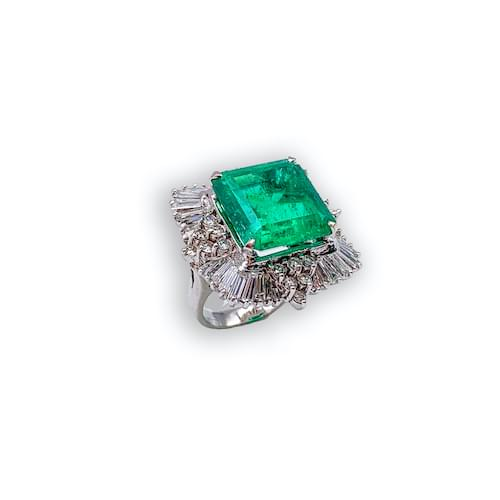Jewelry store on Ocean Avenue. Emerald Top Green Color & Quality Large Ring Carmel by the Sea. Custom jewelry and bespoke jewelry Monterey CA